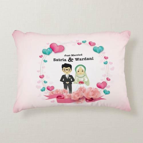 Kado Pernikahan Adik Bantal Couple