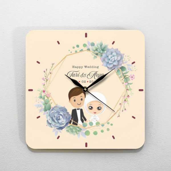 Hadiah Pernikahan untuk Sahabat Perempuan jam kayu tema kartun
