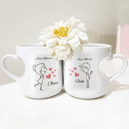 Hadiah Pernikahan untuk Sahabat Perempuan mug couple tema love