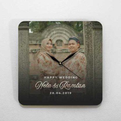 jual kado pernikahan unik jam kayu tema foto adat.jpg
