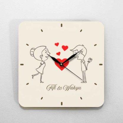 Jual Kado Pernikahan Jam Kayu Dengan Tema kartun couple