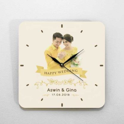 hadiah pernikahan jam kayu custom unik