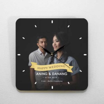jam dinding custom tema foto couple untuk kado pernikahan