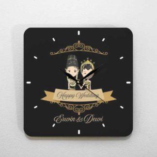 kado pernikahan jam kayu tema pengantin jawa
