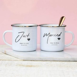 kado pernikahan unik mug couple enamel