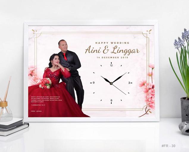 kado pernikahan unik Jam Dinding Custom
